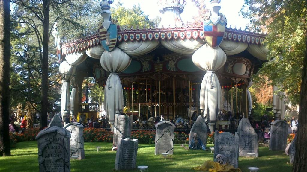 Giostra Cavalli con cimitero per Halloween 2014
